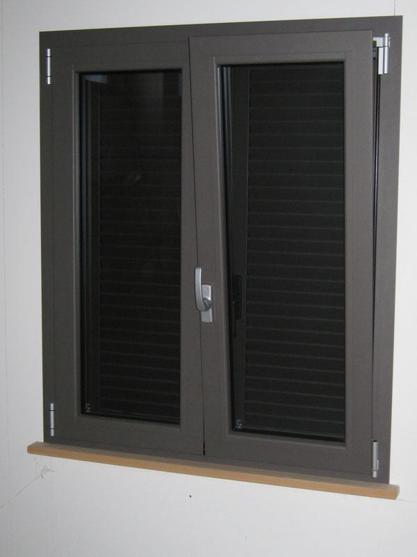 Montaggio e assistenza finestre taglio termico a rimini e - Finestre alluminio anodizzato ...
